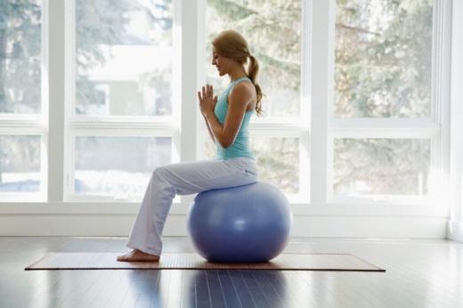 Sezení na gymnastickém míči