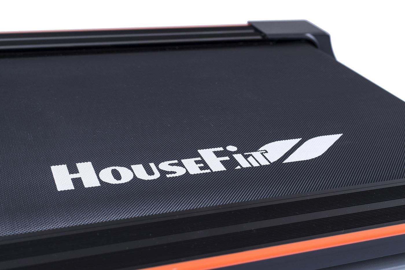 HouseFit Tempo 20 logo na pásu