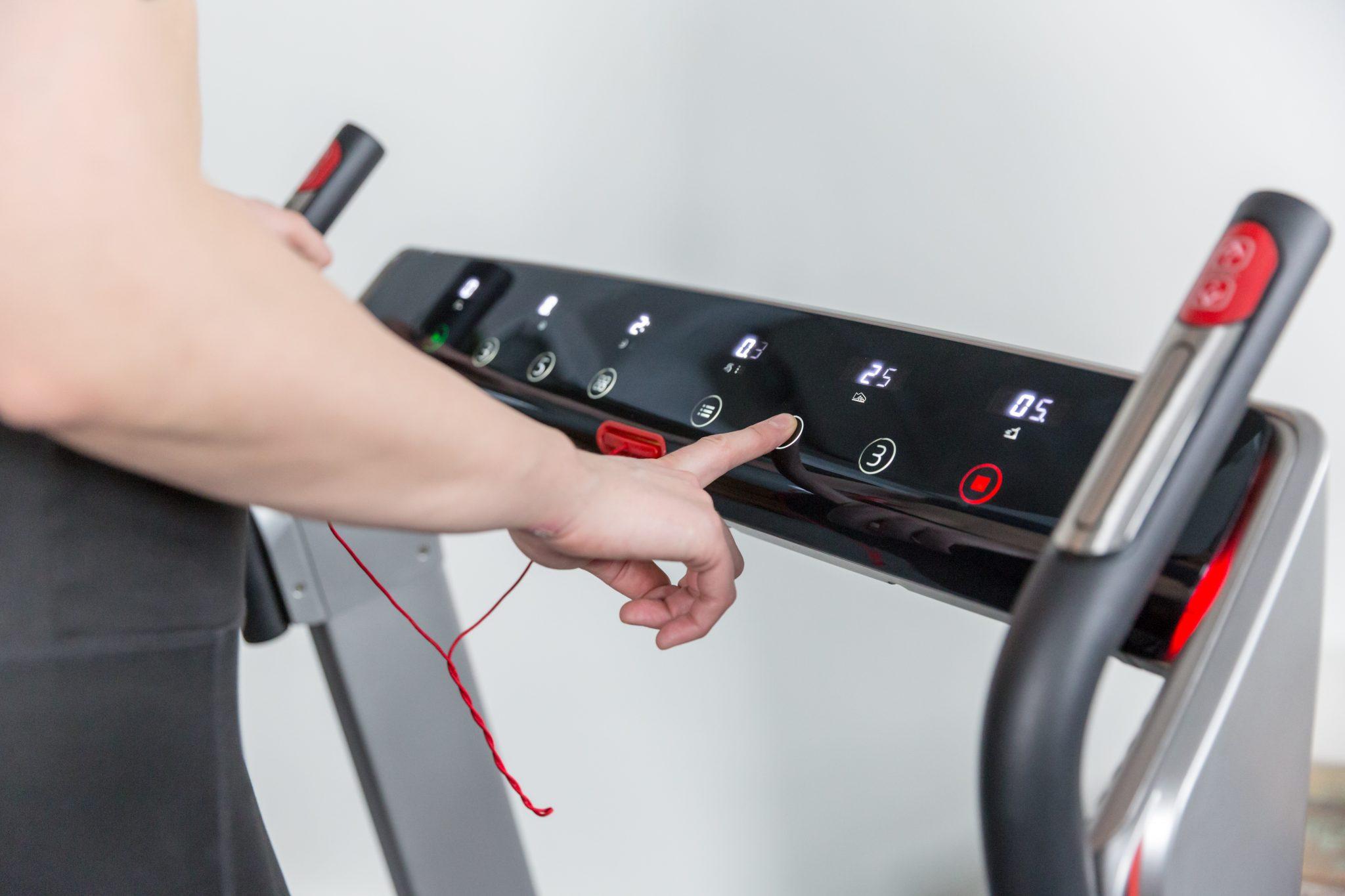 Flow Fitness DTM4000i počítač