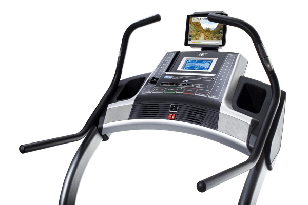 Běžecký pás Incline Trainer X7 i počítač detail
