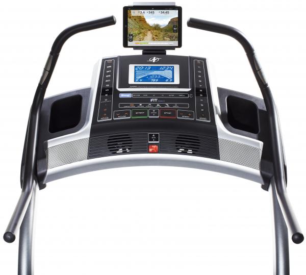Běžecký pás Incline Trainer X7 i počítač
