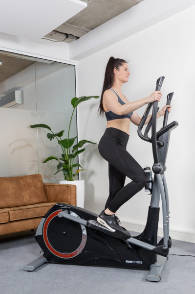 Eliptický trenažér Flow Fitness DCT2500i promo fotka 2