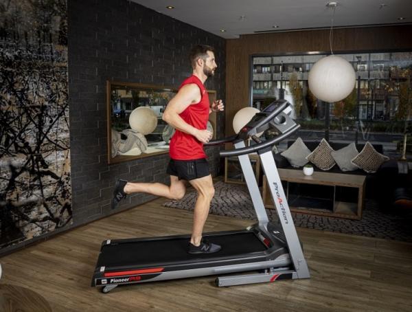 Běžecký pás BH Fitness Pioneer R9 TFT promo fotka 2