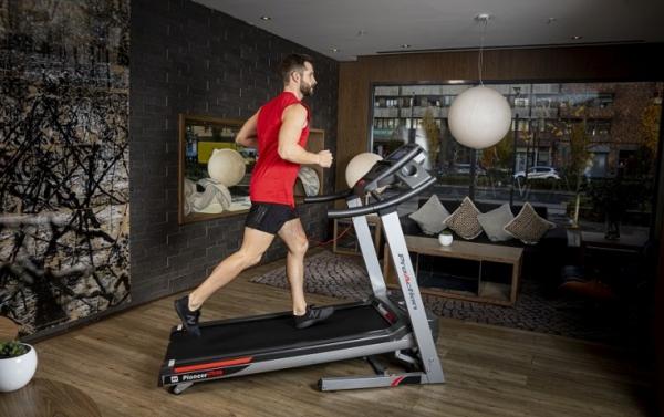 Běžecký pás BH Fitness Pioneer R9 TFT promo fotka 3