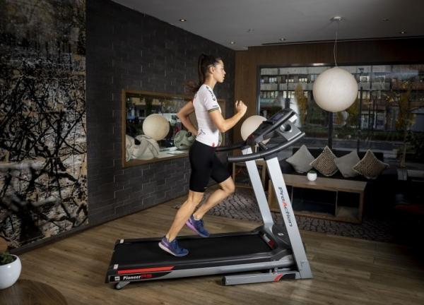 Běžecký pás BH Fitness Pioneer R9 TFT promo fotka 4