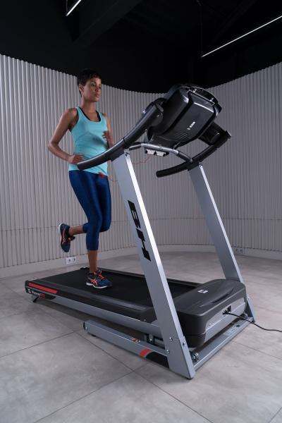 Běžecký pás BH Fitness Pioneer R7 TFT promo fotka 2