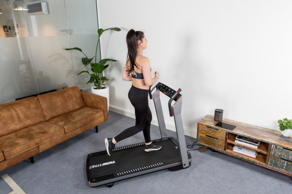 Běžecký pás FLOW Fitness DTM400i promo fotka 3