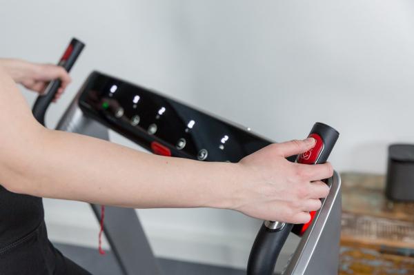 Běžecký pás FLOW Fitness DTM400i promo fotka 8
